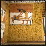 Paroi nord. Anubis réanimant la momie de Sennedjem.